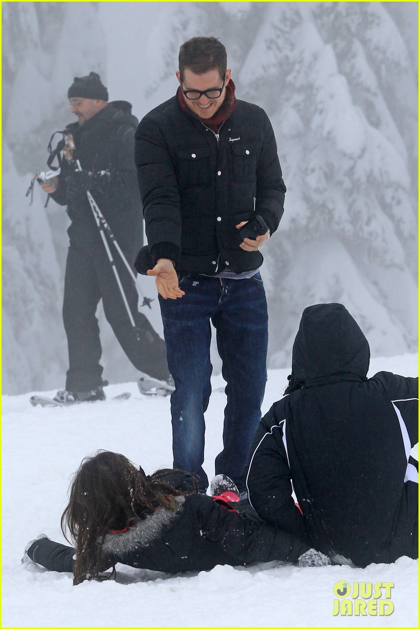 michael buble luisana lopilato snowy sweethearts 212781648