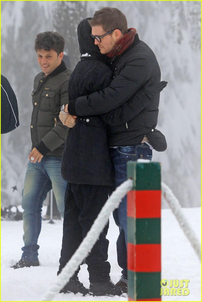 michael buble luisana lopilato snowy sweethearts 232781650