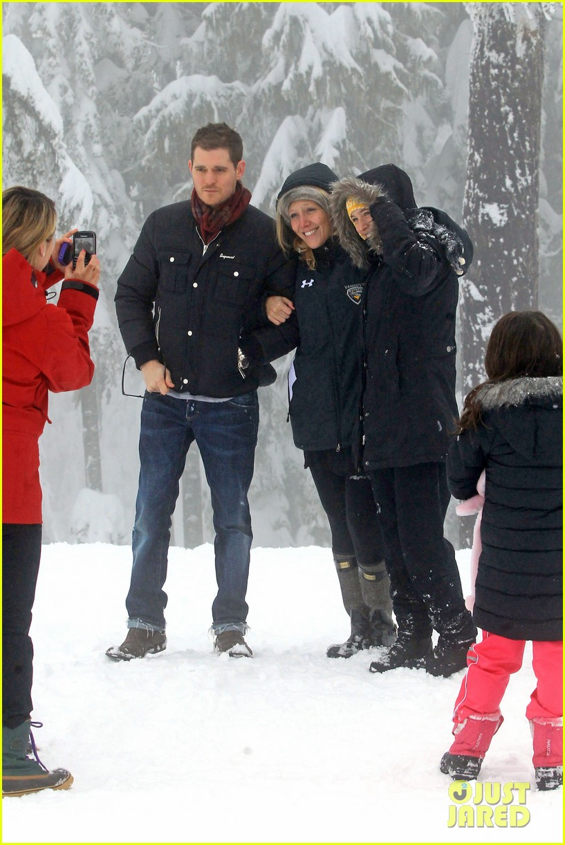 michael buble luisana lopilato snowy sweethearts 302781657