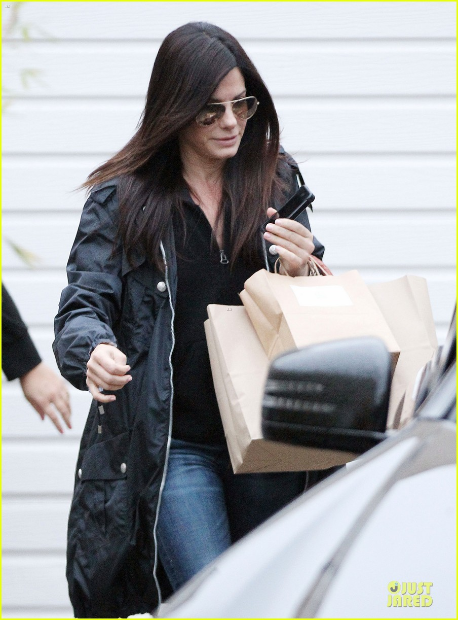 sandra bullock school drop off with rain boots 112767131