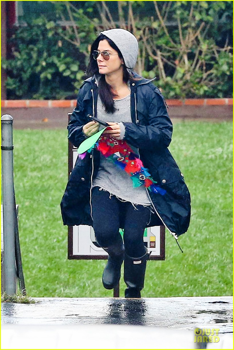 sandra bullock school drop off with rain boots 172767137