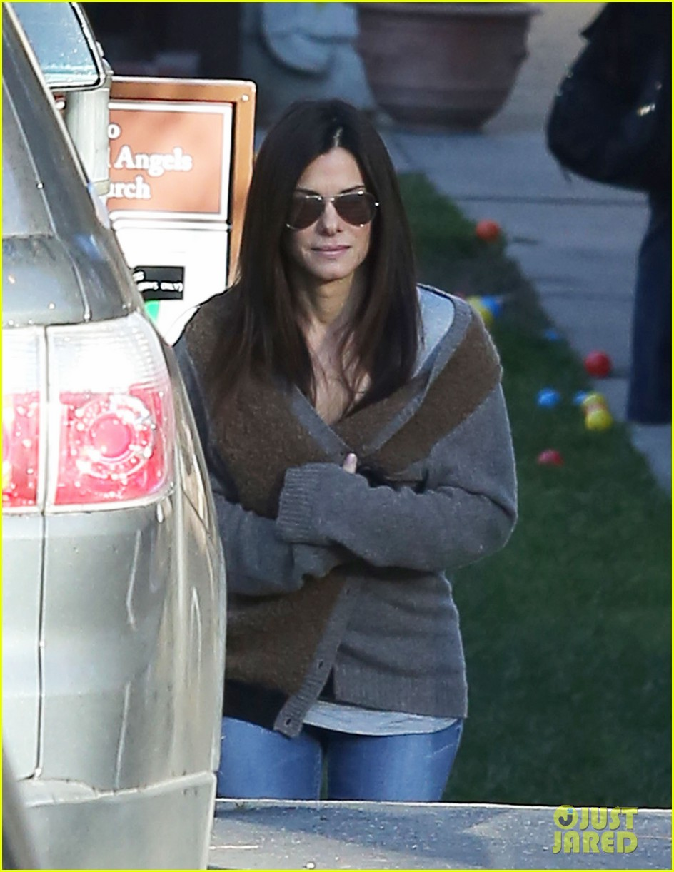 sandra bullock smiley school drop off 062773398