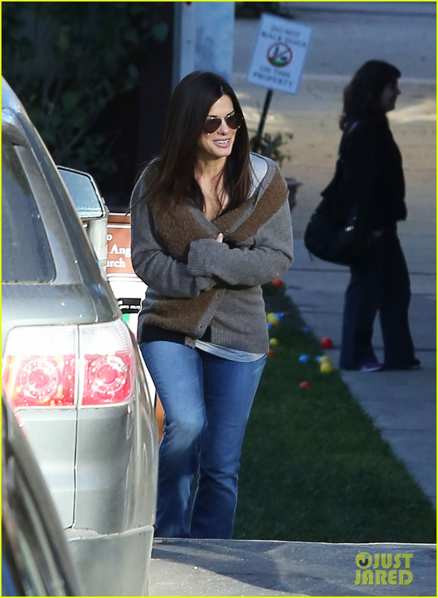 sandra bullock smiley school drop off 102773402