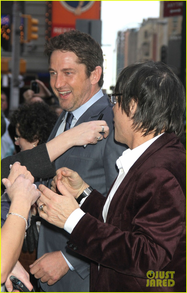 gerard butler promotes playing for keeps on gma 06