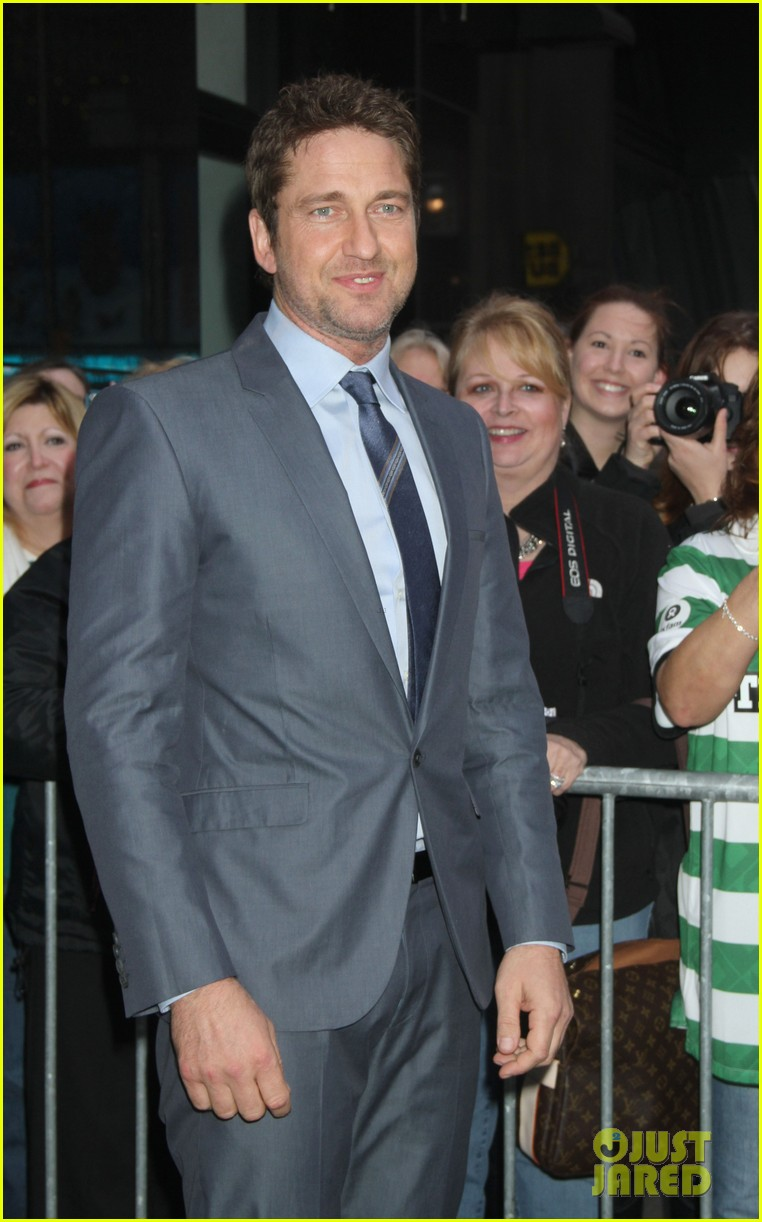 gerard butler promotes playing for keeps on gma 102769718