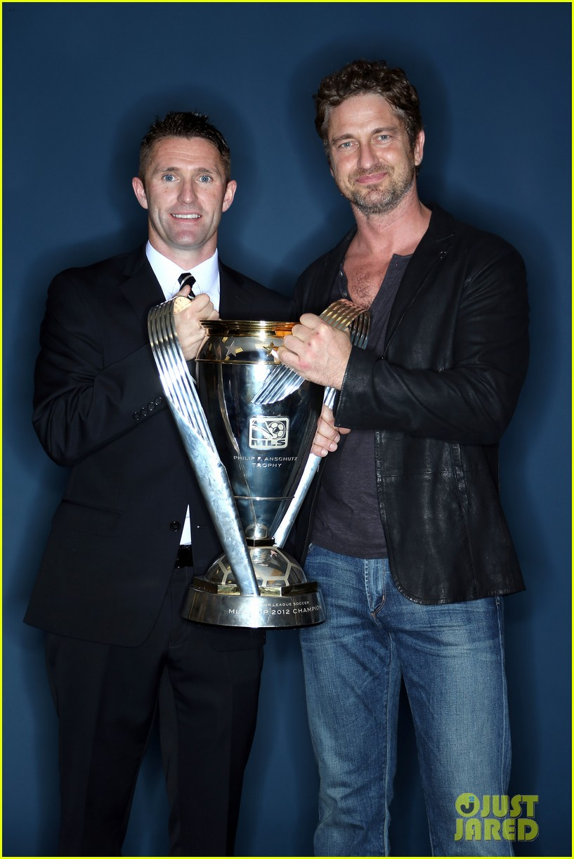 gerard butler mls cup with david beckham 062767598