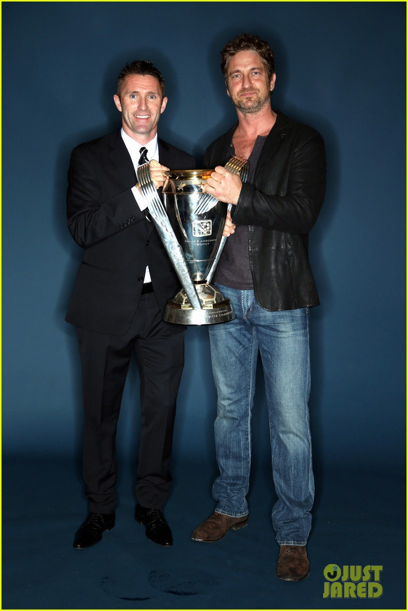 gerard butler mls cup with david beckham 08