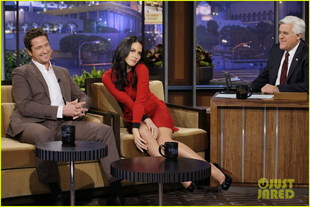 gerard butler talks current girlfriend on tonight show 022768882