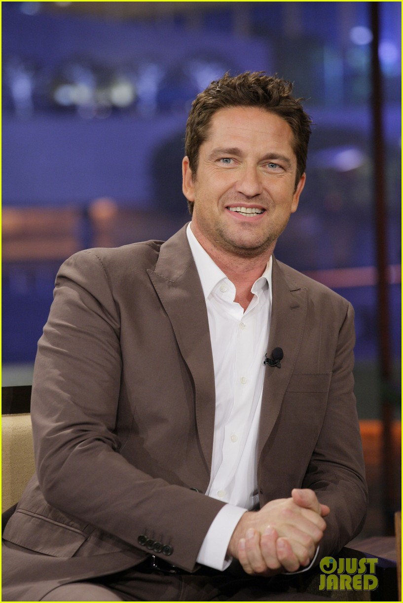 gerard butler talks current girlfriend on tonight show 04