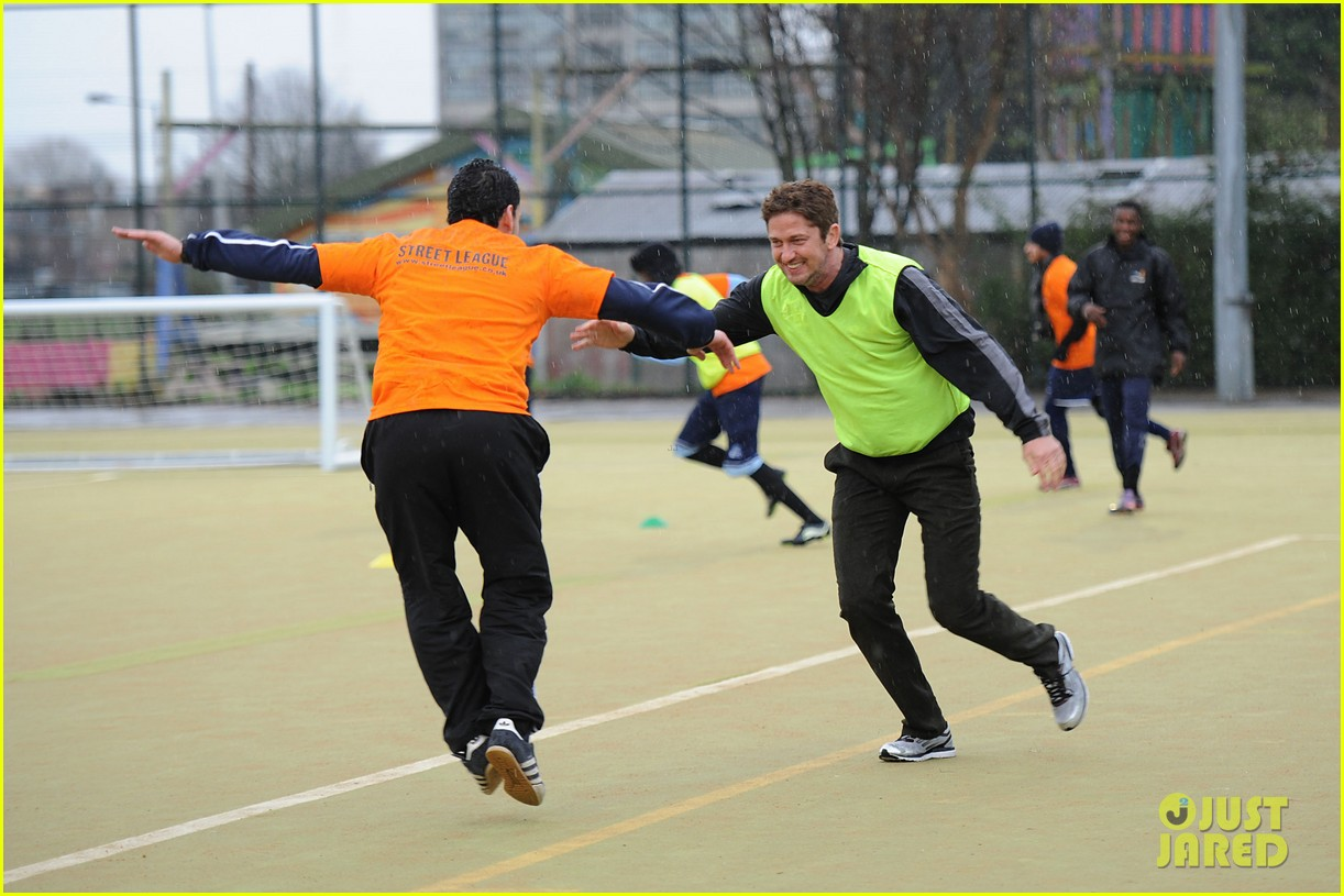 gerard butler street league charity soccer training 022775940