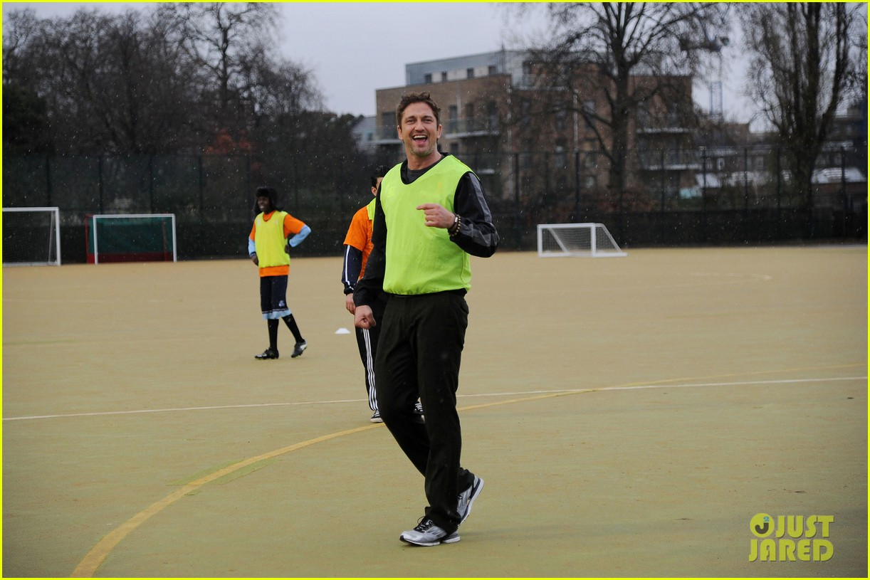 gerard butler street league charity soccer training 032775941