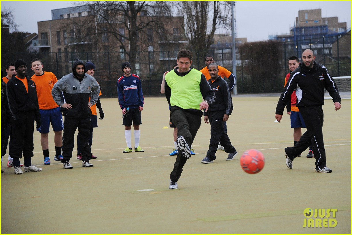 gerard butler street league charity soccer training 052775943