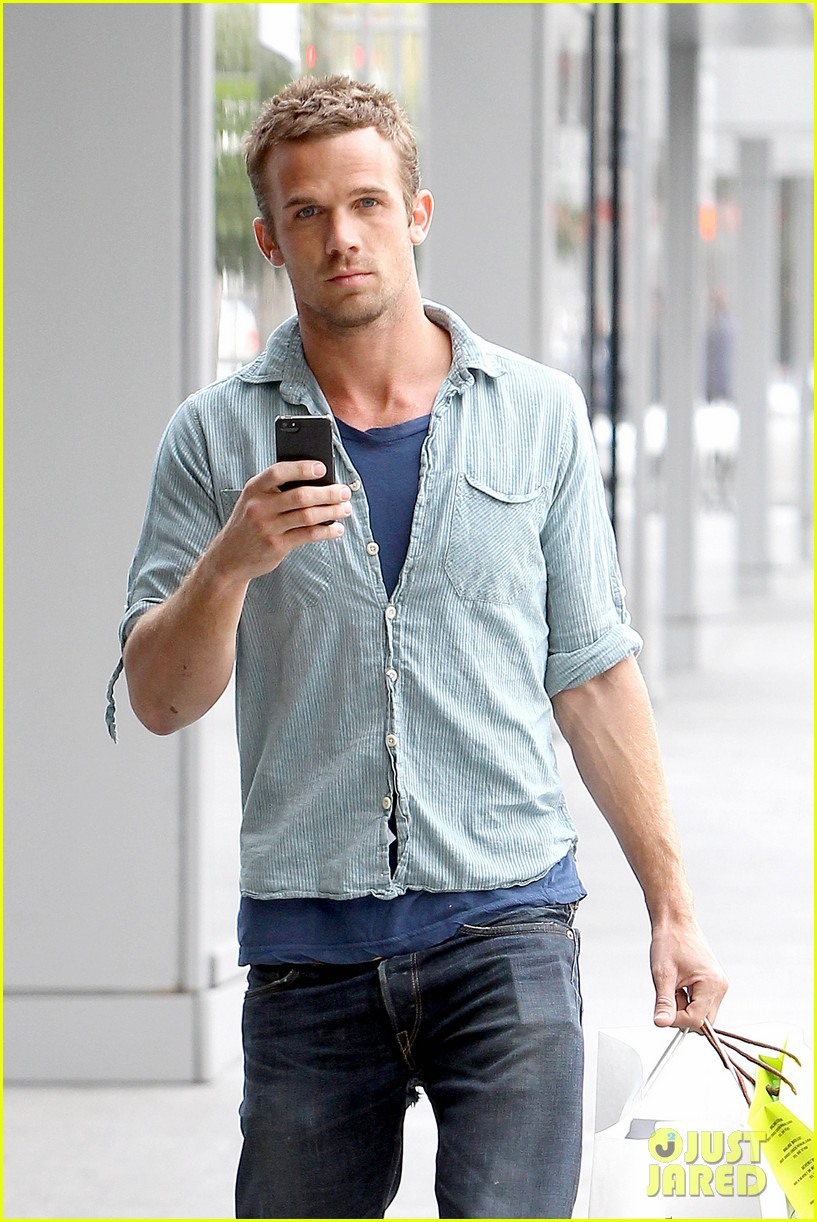 cam gigandet williams sonoma gift run 04