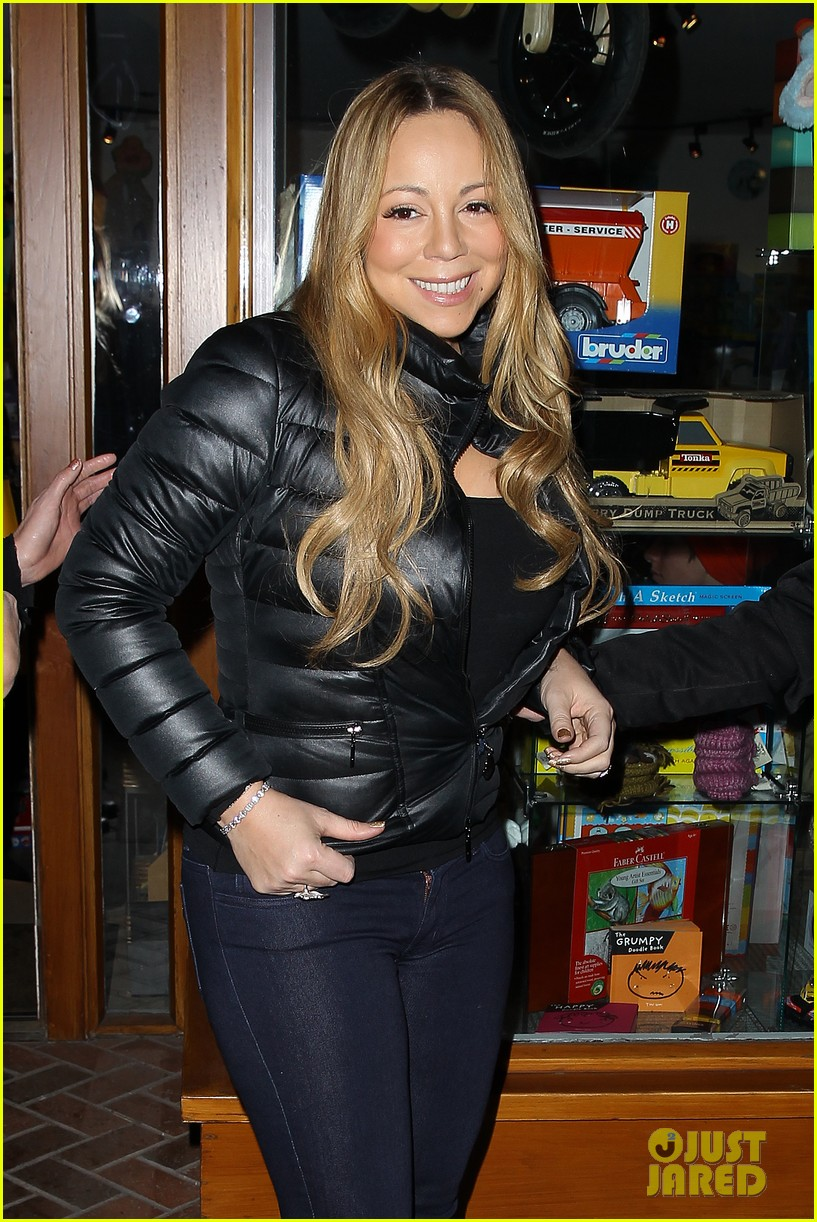 mariah carey im not letting anyone touch presents until christmas day 242780256