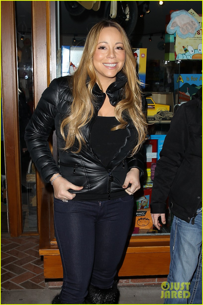 mariah carey im not letting anyone touch presents until christmas day 27