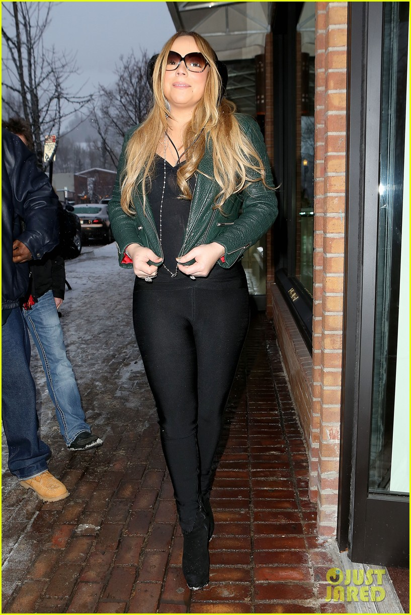 mariah carey giving away santa hats to lambs 062780747