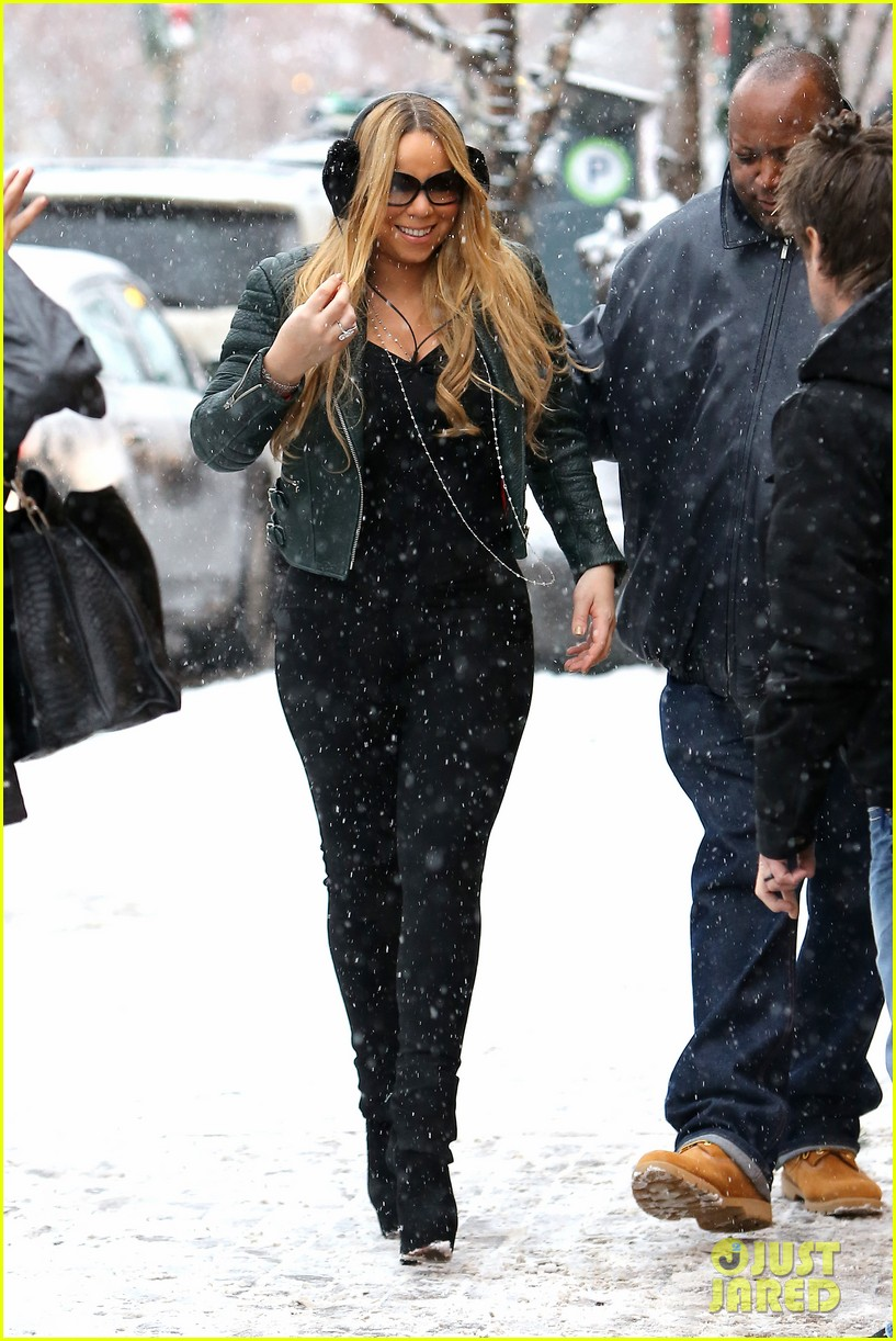 mariah carey giving away santa hats to lambs 092780750