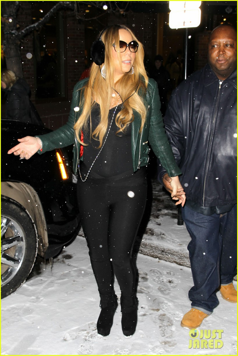 mariah carey giving away santa hats to lambs 202780761