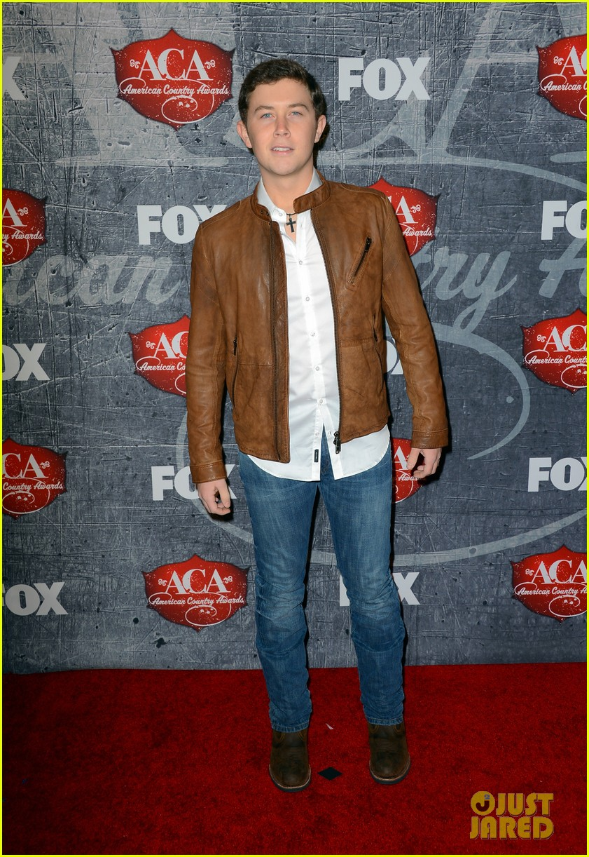 kristin chenoweth scotty mccreery acas 2012 red carpet 03