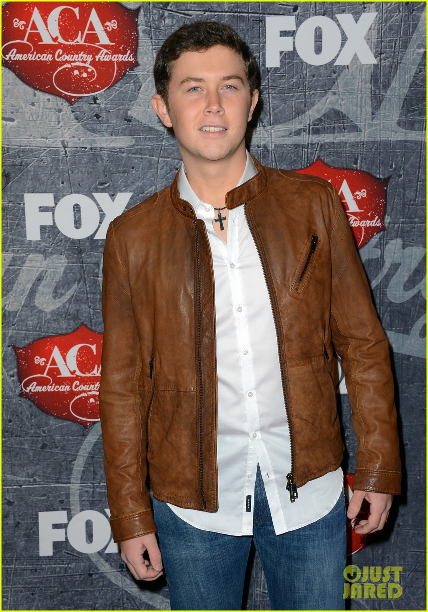 kristin chenoweth scotty mccreery acas 2012 red carpet 062773212