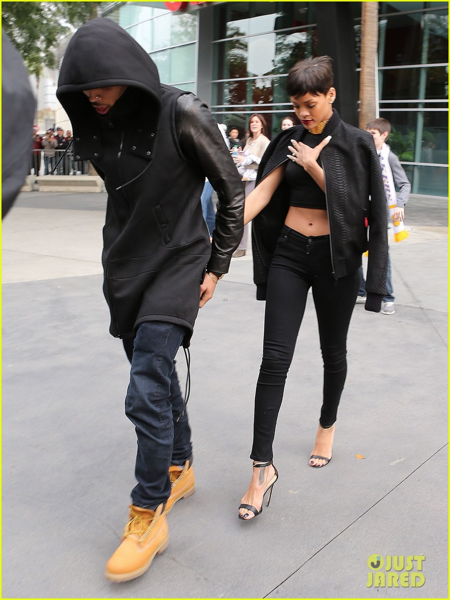 chris brown rihanna christmas pic 112780947