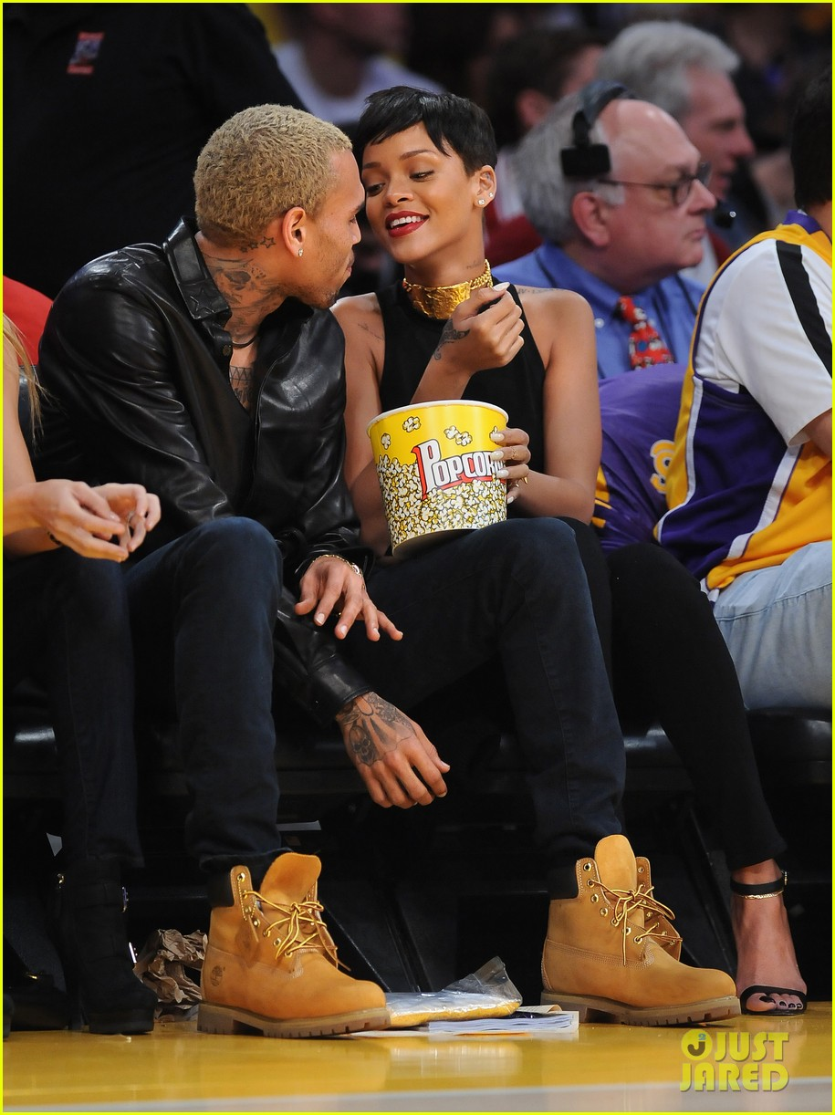 rihanna chris brown lakers christmas 102780932