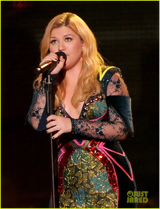 kelly clarkson vh1 divas performance watch now 08