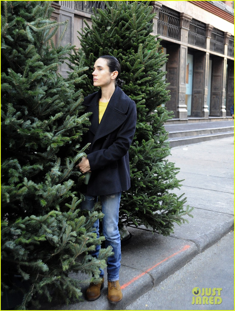 jennifer connelly christmas tree peek a boo 06