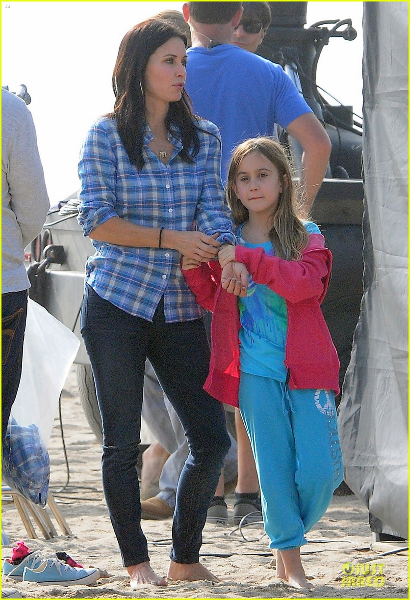 courteney cox cougar town set with josh hopkins 032771577