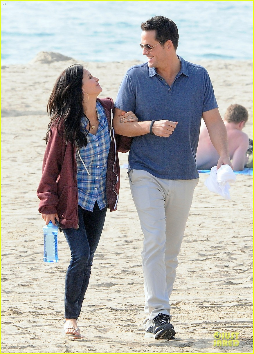 courteney cox cougar town set with josh hopkins 092771583