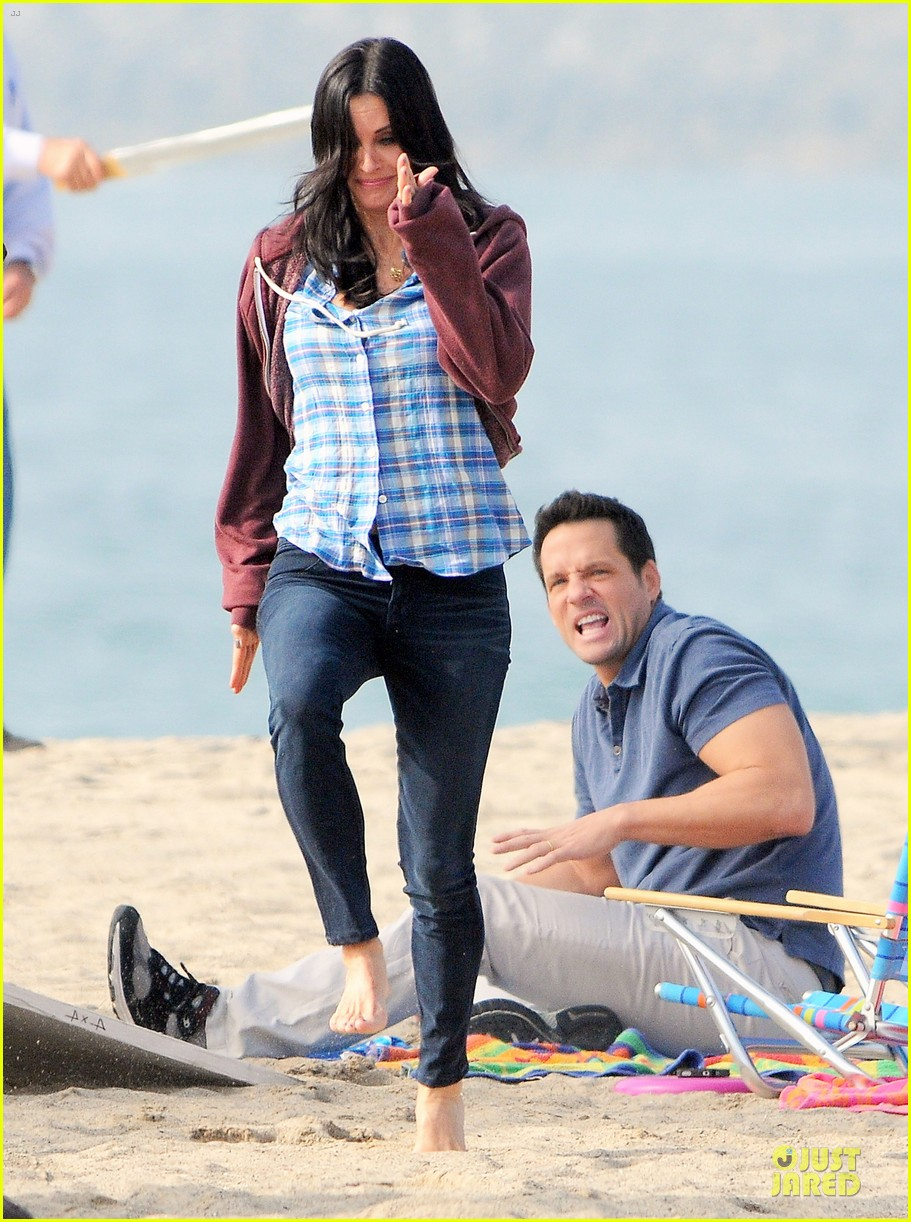 courteney cox cougar town set with josh hopkins 112771585
