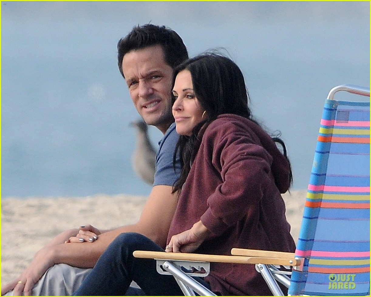 courteney cox cougar town set with josh hopkins 132771587