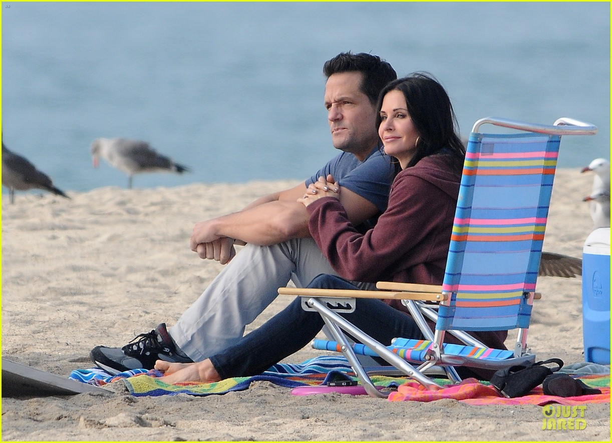 courteney cox cougar town set with josh hopkins 152771589
