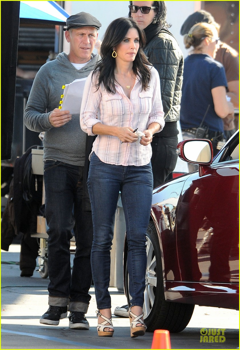courteney cox cougar town set with josh hopkins 192771593