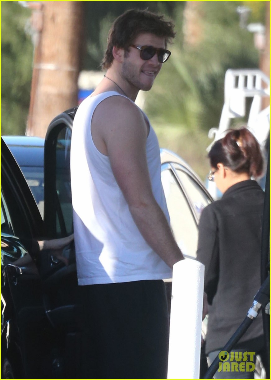 miley cyrus liam hemsworth post christmas family gathering 112781137