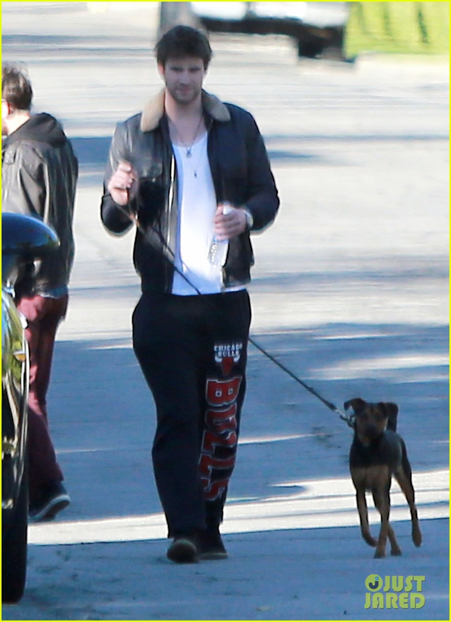 miley cyrus liam hemsworth post christmas family gathering 162781142