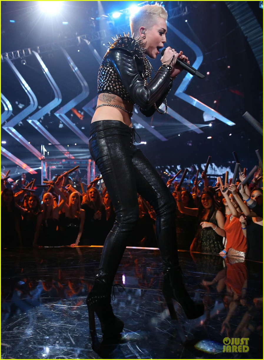 miley cyrus vh1 divas performance watch now 032777066