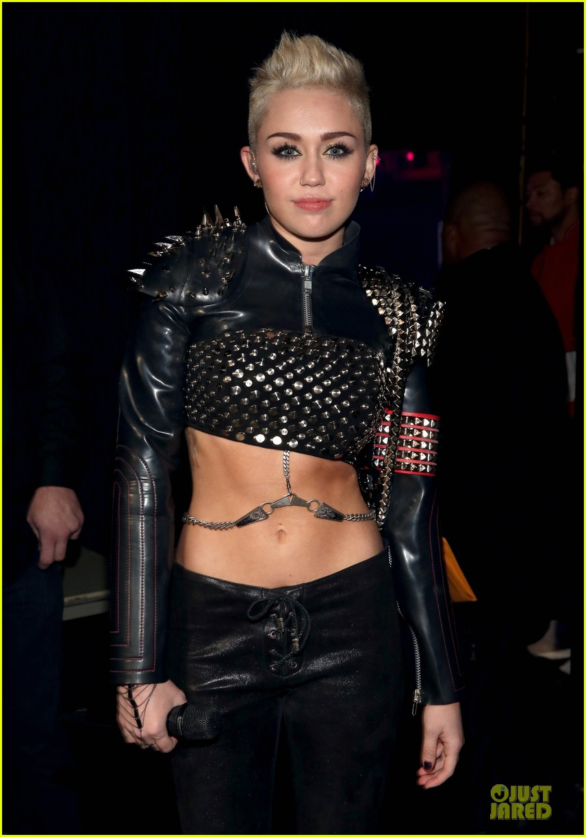 miley cyrus vh1 divas performance watch now 06