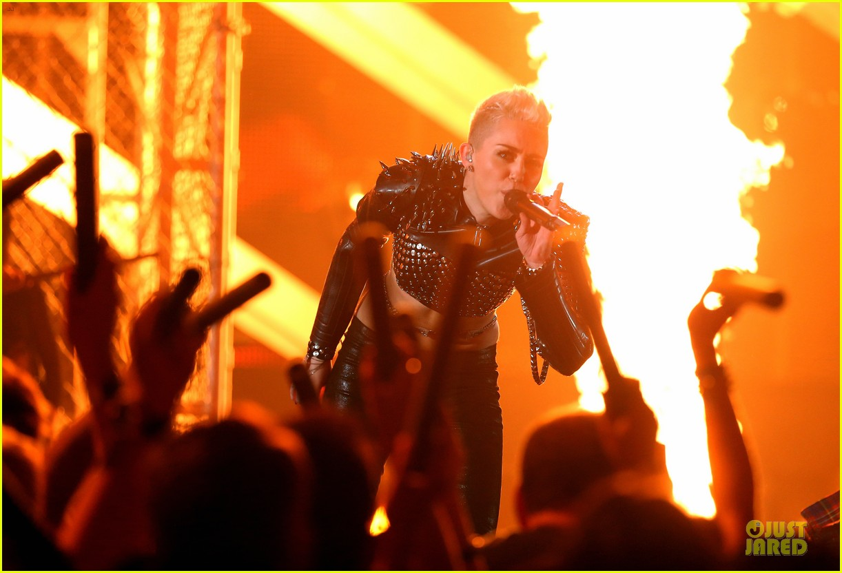 miley cyrus vh1 divas performance watch now 08