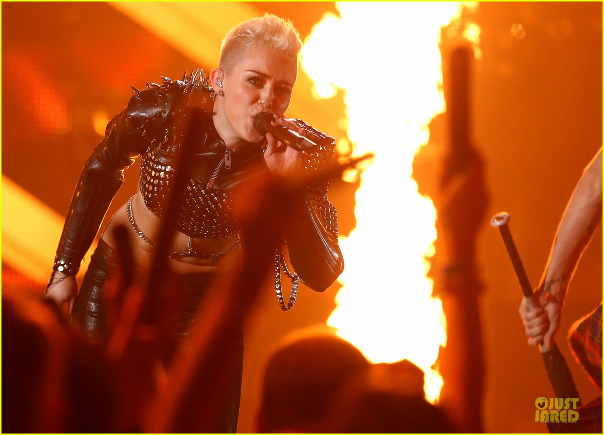 miley cyrus vh1 divas performance watch now 102777073