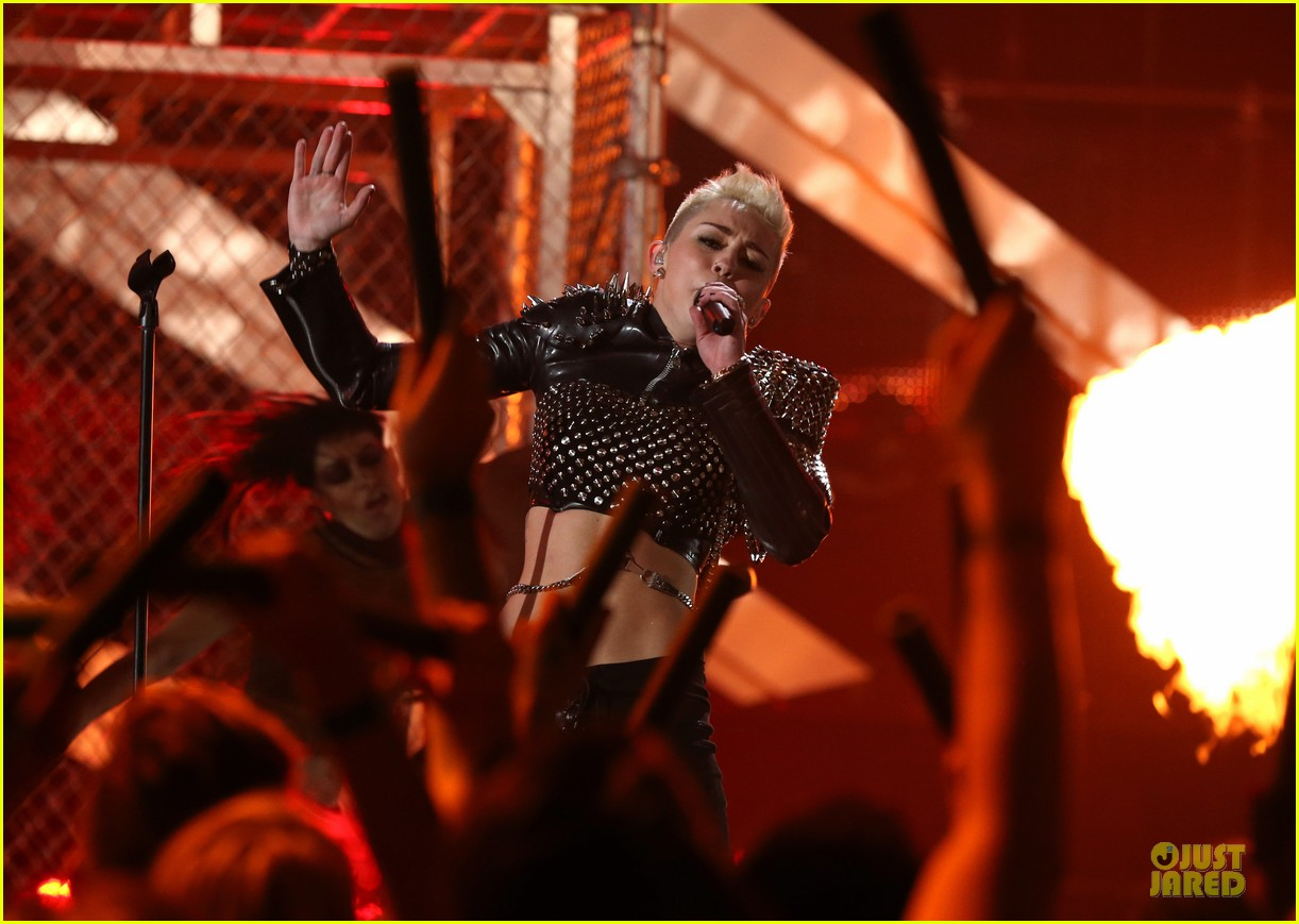 miley cyrus vh1 divas performance watch now 112777074