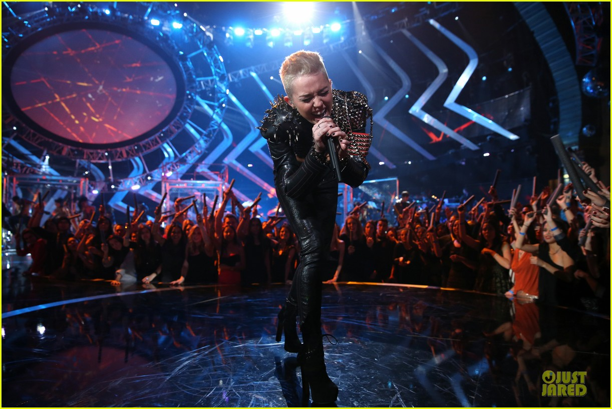 miley cyrus vh1 divas performance watch now 172777080