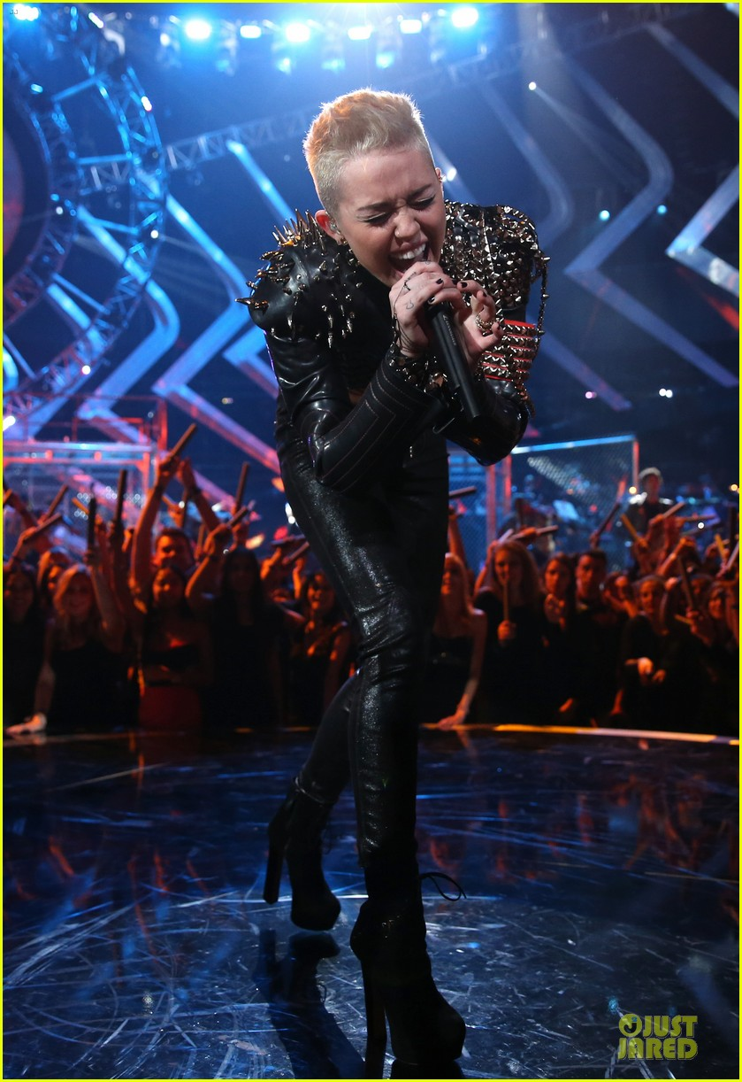 miley cyrus vh1 divas performance watch now 182777081
