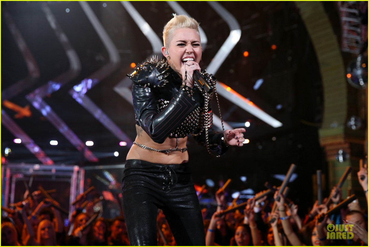 miley cyrus vh1 divas performance watch now 19