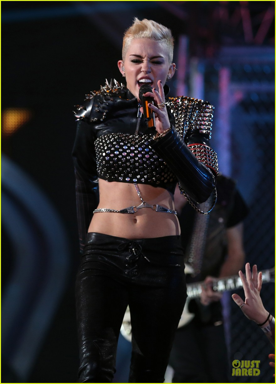 miley cyrus vh1 divas performance watch now 212777084