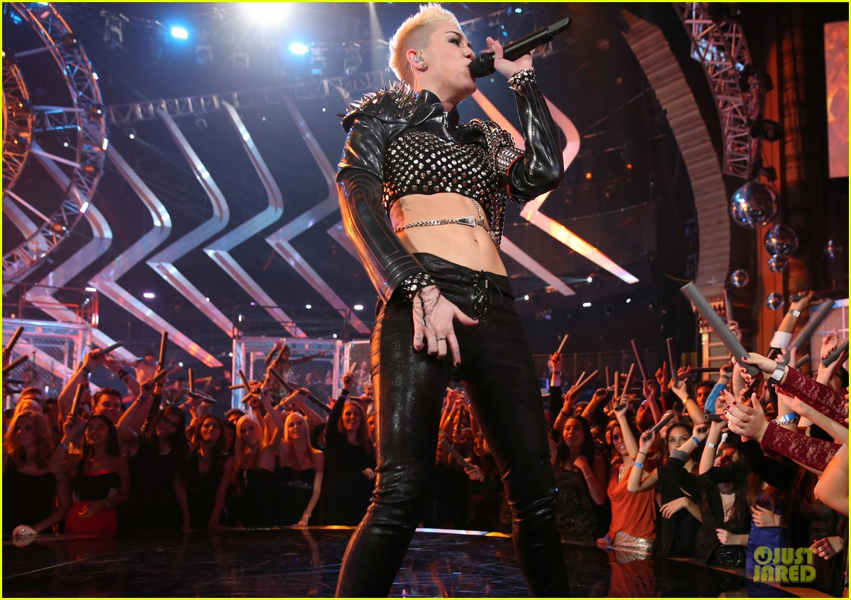 miley cyrus vh1 divas performance watch now 242777087