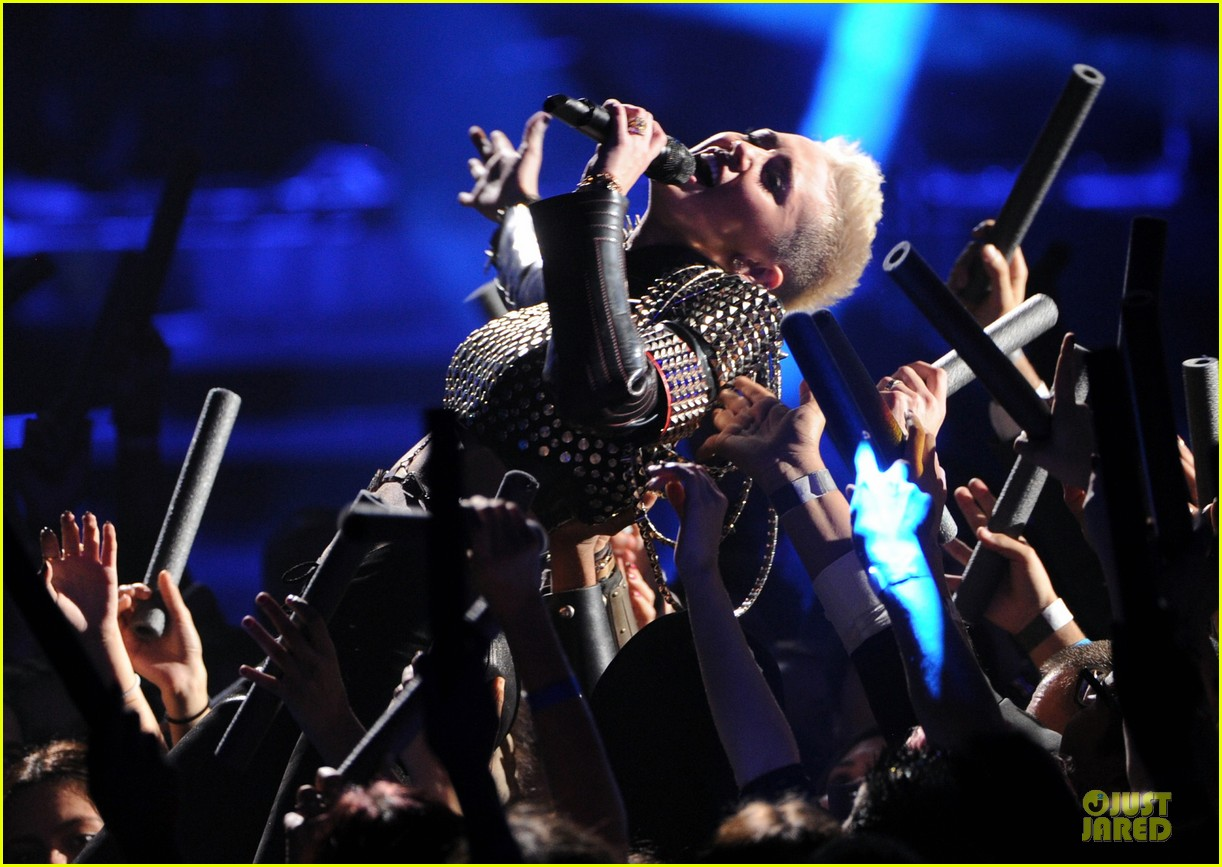 miley cyrus vh1 divas performance watch now 29