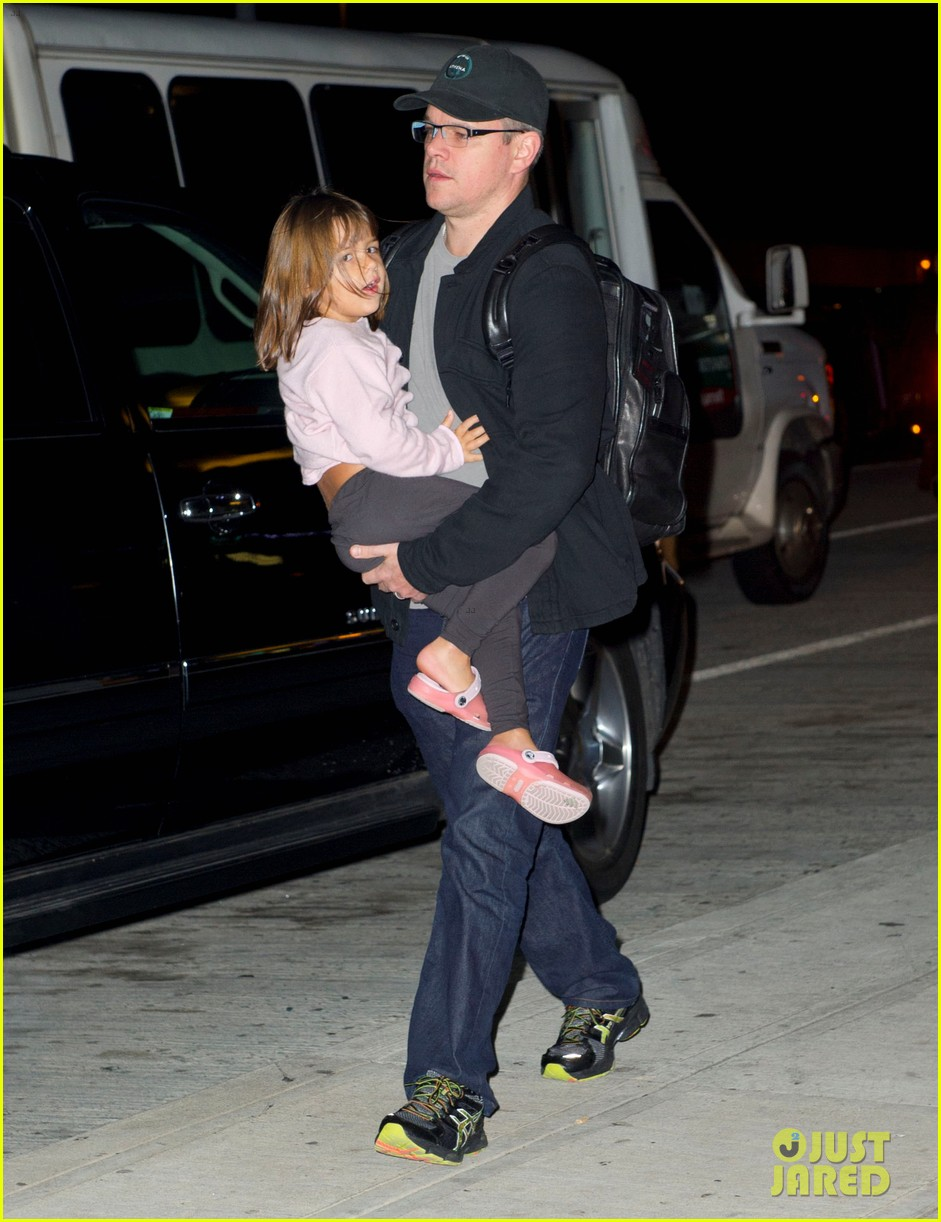 matt damon new york landing with the family 05