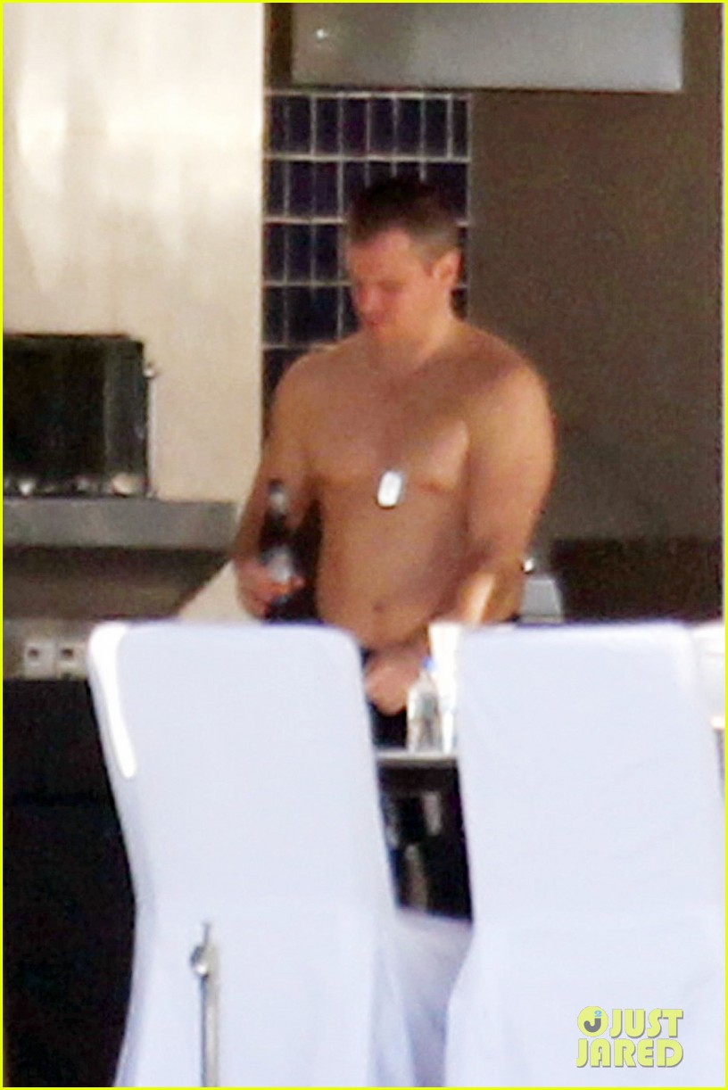 matt damon shirtless poolside dad in miami 10