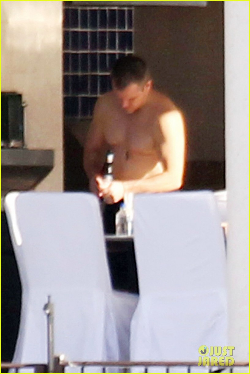 matt damon shirtless poolside dad in miami 112780666